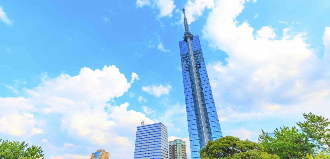 青空の福岡タワー